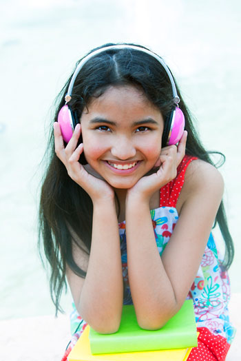 children headphones and noise-induced hearing loss